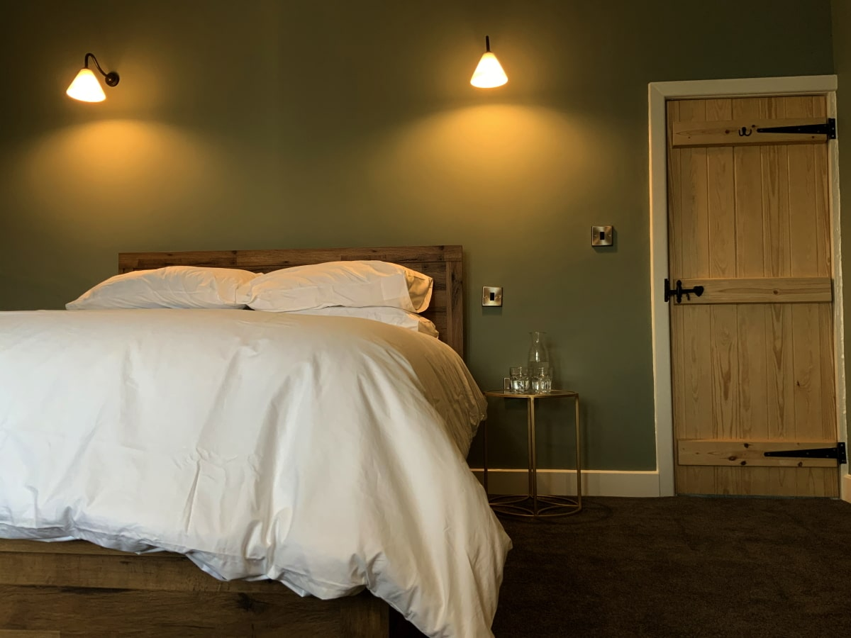 King Bedoom I - 12 Newchurch Pendle Hill holiday cottage
